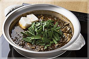 赤目黒鍋[黒マー油&辛みそ味]