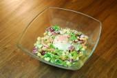 カラフル野菜のシーザーサラダ(温泉卵添え) 770円